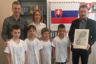Odovzdávanie grantu na ZŠ Novomeského 11 v Trenčíne